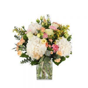 Buquê de várias flores em tons pastel