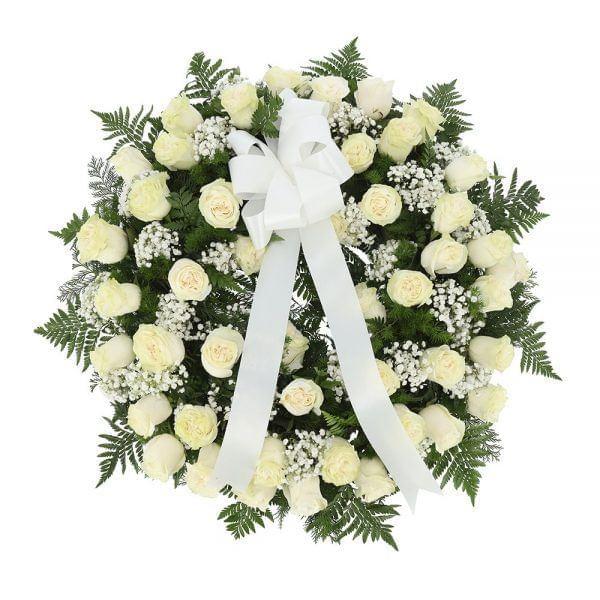 Coroa de rosas brancas para funeral
