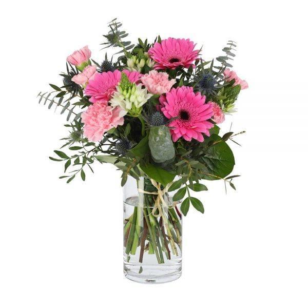 Ramo de flores composto por gerberas e cravos